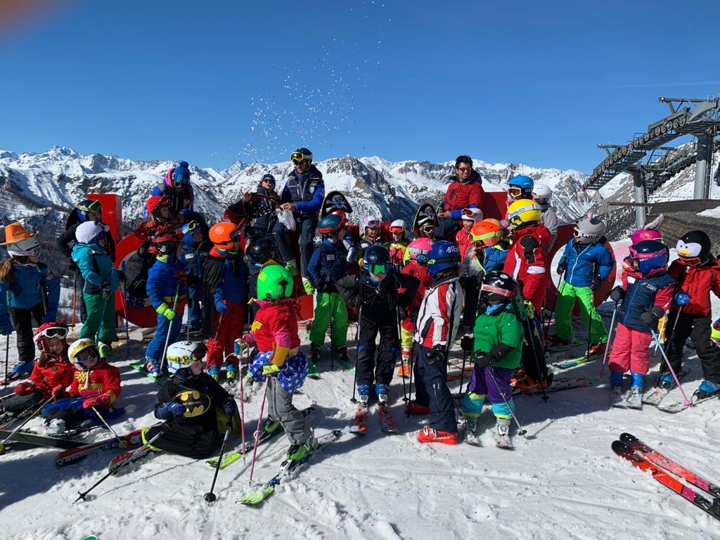 bimbi sulle piste scuola sci baronecchia