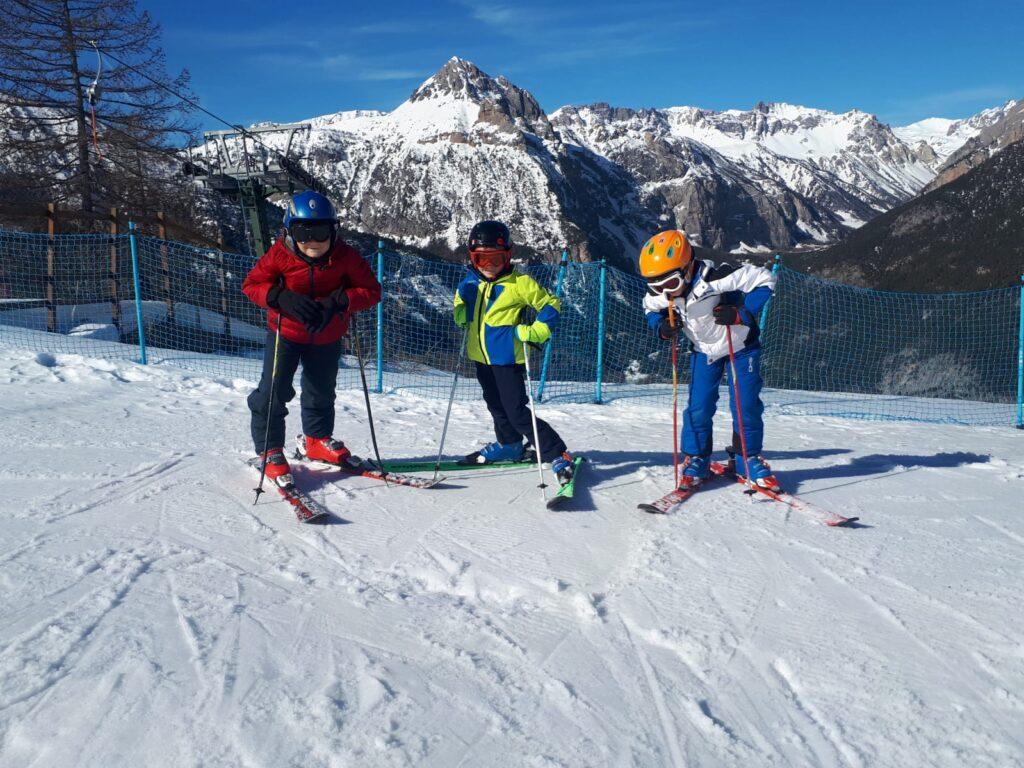 scuola sci baronecchia bambini sulla pista